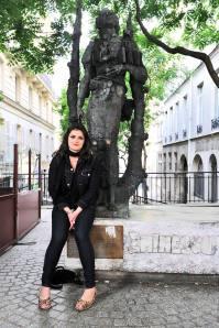 """""""Je vois souvent des gens déposer des fleurs à la statue du poet Mihai Eminescu (Paris 5ème). Ils lisent encore ses poèmes, pénètrent dans son monde féerique, proche de la nature"""""""