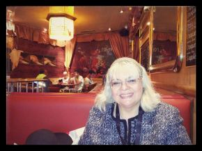 Autour d'un café avec Irina MargaretaNistor
